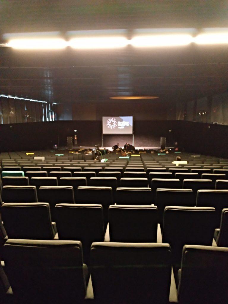 Auditorio de La Nave momentos antes de la presentación